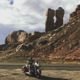 Johnny Hallyday et sa bande en plein road trip à travers les Etats-Unis - Escale à Monument Valley, le 24 septemnbre 2016.