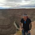 """""""Johnny Hallyday et sa bande en plein road trip à travers les Etats-Unis - San Juan River dans l'Utah, le 23 septembre 2016."""""""