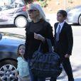 Gwen Stefani et ses trois fils Kingston, Zuma et Apollo à Los Angeles. Le 22 octobre 2017.