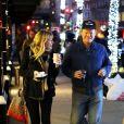 Exclusif - Kirsten Dunst et son fiancé Jesse Piemons lors d'une balade romantique, de nuit, à New York le 16 novembre 2017.