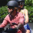 Candice Swanepoel et son petit ami Hermann Nicoli se baladent en moto dans les rues de New York, le 17 mai 2017