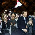 Emmanuel Macron avec sa femme Brigitte Macron, Emma (fille de L. Auzière), Tiphaine Auzière et son compagnon Antoine - Le président-élu, Emmanuel Macron, prononce son discours devant la pyramide au musée du Louvre à Paris, après sa victoire lors du deuxième tour de l'élection présidentielle le 7 mai 2017.