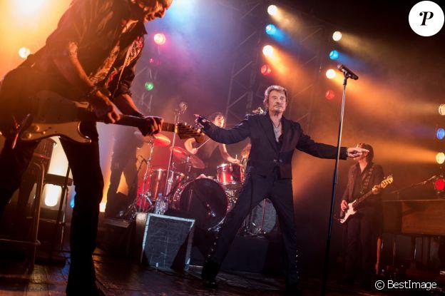 """Exclusif - Concert caritatif de Johnny Hallyday pour l'association de sa femme """"La Bonne Etoile"""", qui vient en aide aux enfants du Vietnam, au Trianon de Paris, le 15 decembre 2013."""
