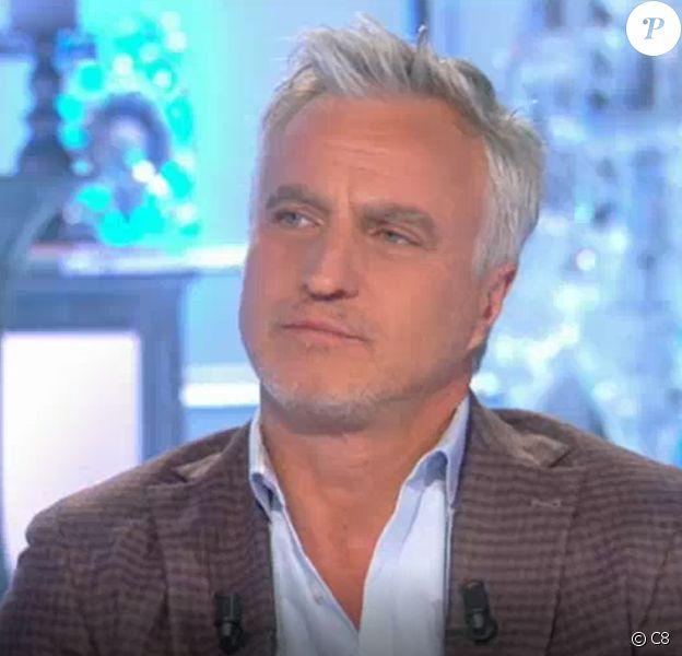 """David Ginola revient sur son malaise cardiaque survenu en 2016. Sur le plateau de """"Salut les terriens !"""" (C8) samedi 21 octobre 2017, il évoque également le rôle de """"héros"""" de M. Pokora."""