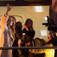 """Maëva Coucke et Sylvie Tellier - Maëva Coucke, Miss France 2018 au balcon de """"La Voix du Nord """" sur la Grand Place de Lille, France, le 20 décembre 2017. © Alain Rolland/ImageBuzz/Bestimage"""