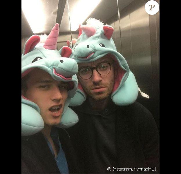 Brandon Flynn et Sam Smith, à Londres, le 21 décembre 2017