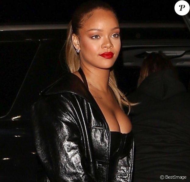 Rihanna se rend au concert de Jay-Z à Inglewood en Californie, le 21 décembre 2017. Ri