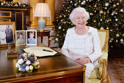 Elizabeth II : Son tendre message à son mari Philip, son hom(m)e en or