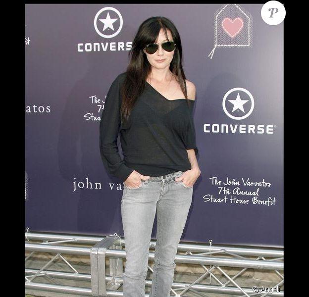 A la Jacques Dutronc, Shannen Doherty, 37 ans, n'a pas quitté ses lunettes de soleil pour le gala de charité Stuart House Benefit le 8 mars 2009. Elle a fait un retour remarqué dans 90210, le revival de Beverly Hills qui l'a rendu célèbre