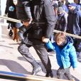 Exclusif - Shakira, son mari Gerard Piqué et leurs enfants, Milan et Sasha, sont allés visiter le Musée américain d'Histoire naturelle à New York. En sortant ils étaient tous couverts des pieds à la tête à cause du grand froid hivernal qui s'abat en Amérique du Nord. Le 29 décembre 2017.