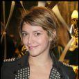 Emma De Caune a vu la vie en noir et gris samedi soir à l'inauguration de la soirée Cavalli.