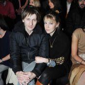 Stanislas Merhar et sa chérie Mona : ils aiment admirer la mode... en duo !