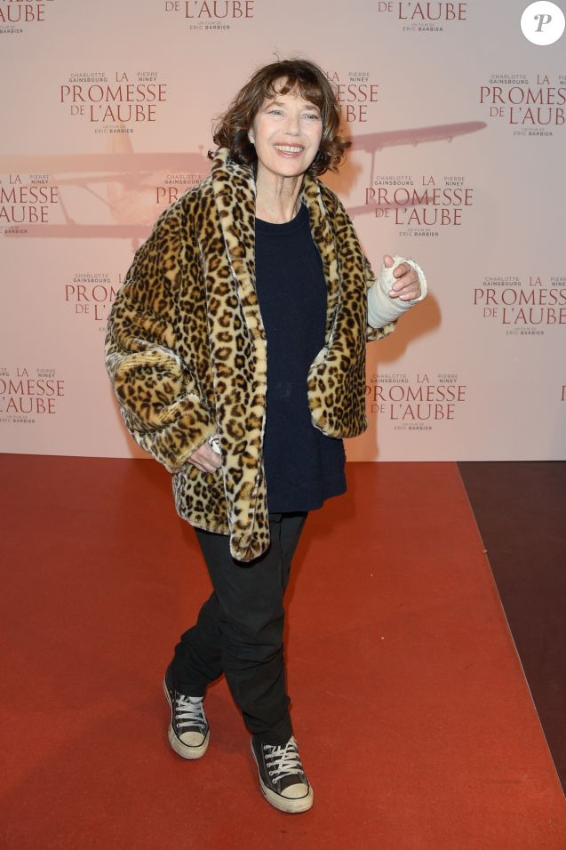 """Jane Birkin - Avant-première du film """"La Promesse de l'aube"""" d'Eric Barbier au cinéma Gaumont-Opéra à Paris, le 12 décembre 2017. © Coadic Guirec/Bestimage"""