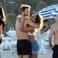 """""""Exclusif -  David Guetta et sa compagne Jessica Ledon profitent de la plage avec leurs amis lors de leurs vacances de Noël à Miami. Le 27 décembre 2017"""""""