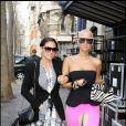 Amber Rose, en bustier et caleçon long rose bonbon, fait admirer ses formes. Elle a accompagné Kanye West durant toute la Fashion Week parisienne, qui s'est tenue début mars 2009 ! Ce n'est pas Kanye avec elle sur la photo... hihihi...