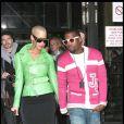 Amber Rose, arborant une petite veste en cuir vert pomme et une jupe droite noire, a accompagné Kanye West durant toute la Fashion Week parisienne, qui s'est tenue début mars 2009 !