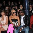 Amber Rose adore les zébres, si bien qu'elle en porte ! La belle blonde à la tête rasée a accompagné Kanye West durant toute la Fashion Week parisienne, qui s'est tenue début mars 2009 !