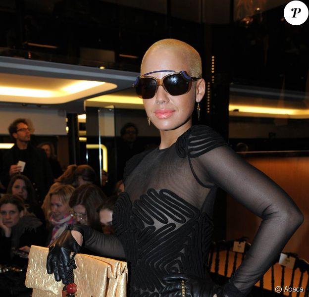 Amber Rose, tout en transparence et sexy attitude, a accompagné Kanye West durant toute la Fashion Week parisienne, qui s'est tenue début mars 2009 !
