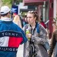 Exclusif - Lena Dunham et son compagnon Jack Antonoff dans le quartier de Brooklyn à New York le 26 avril 2017.