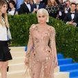 """Kylie Jenner - Photocall du MET 2017 Costume Institute Gala sur le thème de """"Rei Kawakubo/Comme des Garçons: Art Of The In-Between"""" à New York. Le 1er mai 2017 ©"""