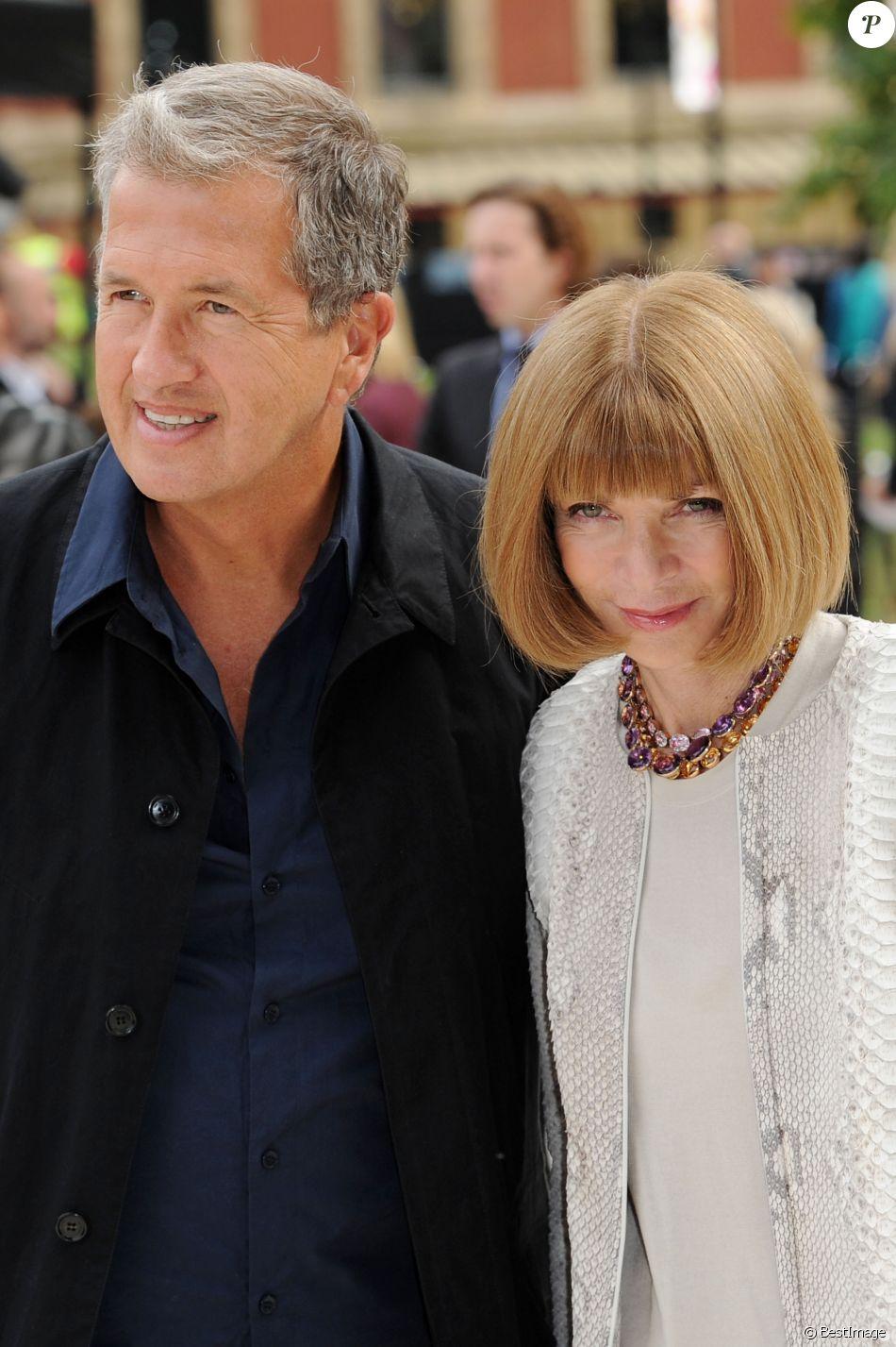 Anna Wintour et Mario Testino au défilé Burberry à Londres, le 17 septembre 2012.