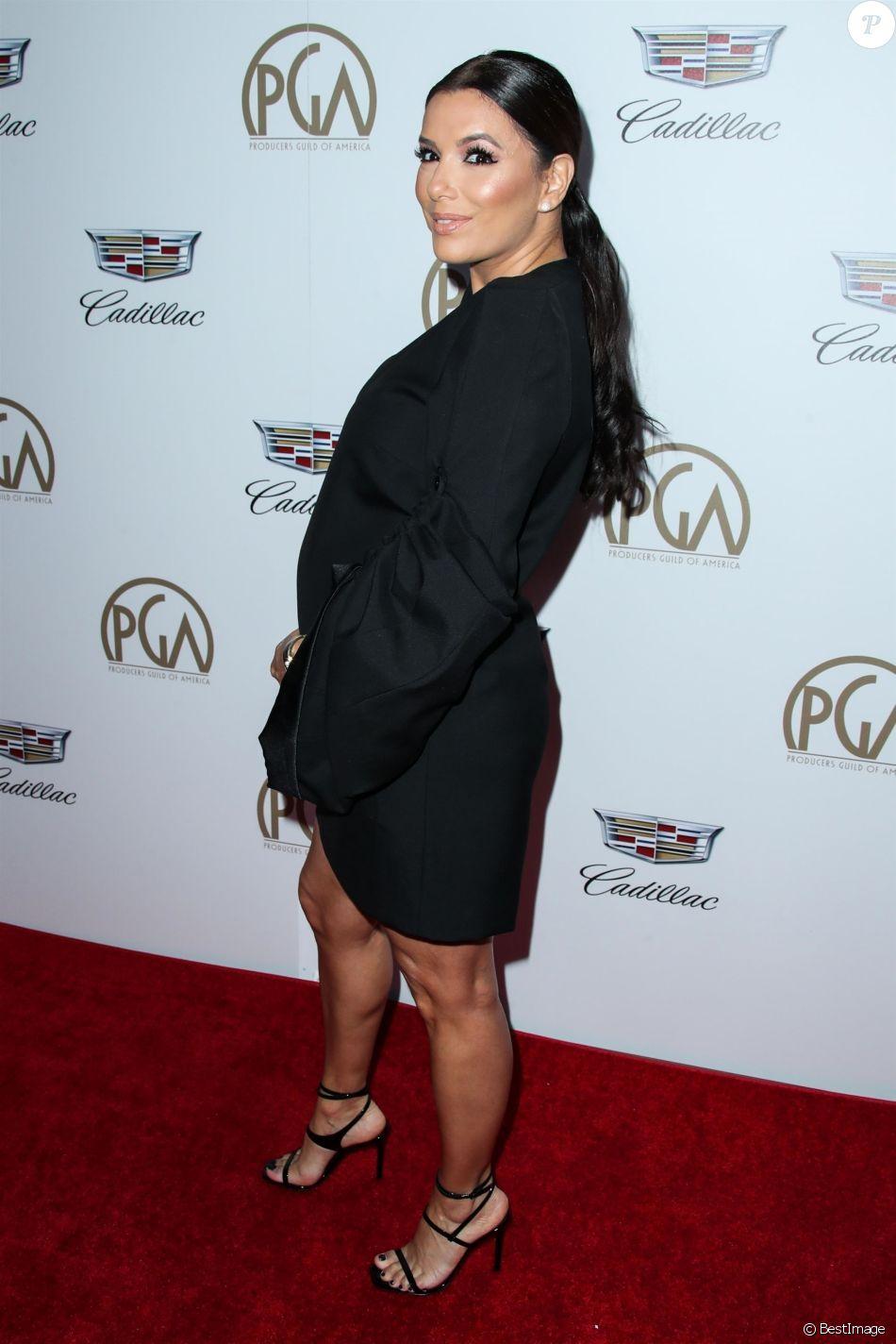 """Eva Longoria, enceinte - Les célébrités posent lors du photocall de la soirée des """"Producers Guild Awards"""" à Beverly Hills le 20 janvier 2018."""