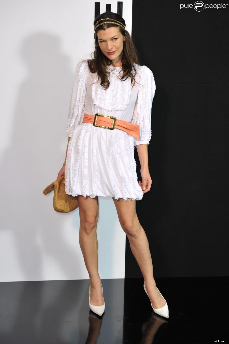 Milla jovovich en mode hippie chic le 10 mars au d fil - Mode hippie chic ...