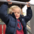 """La princesse Charlene de Monaco a publié le 21 janvier 2018 sur son compte Instagram des photos de ses enfants le prince Jacques et la princesse Gabriella prises lors d'une """"matinée fun"""" où ils ont joué au square et visité l'exposition Bugatti aux Terrasses de Fontvieille."""