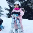 La princesse Gabriella de Monaco au ski avec ses skis La Reine des Neiges, photo Instagram de la princesse Charlene de Monaco le 1er février 2018.
