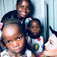 Estere et Stella avec leur grande soeur Mercy et leur mère Madonna sur Instagram, le 24 octobre 2017