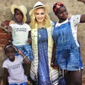 Madonna émue : Déjà 1 an avec ses jumelles Estere et Stella !