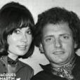"""Ancienne photo de Marion Game prenant la pose avec Jacques Martin dans l'émission """"On a tous en nous quelque chose de Jacques Martin"""", sur France 2, le 21 novembre 2015."""