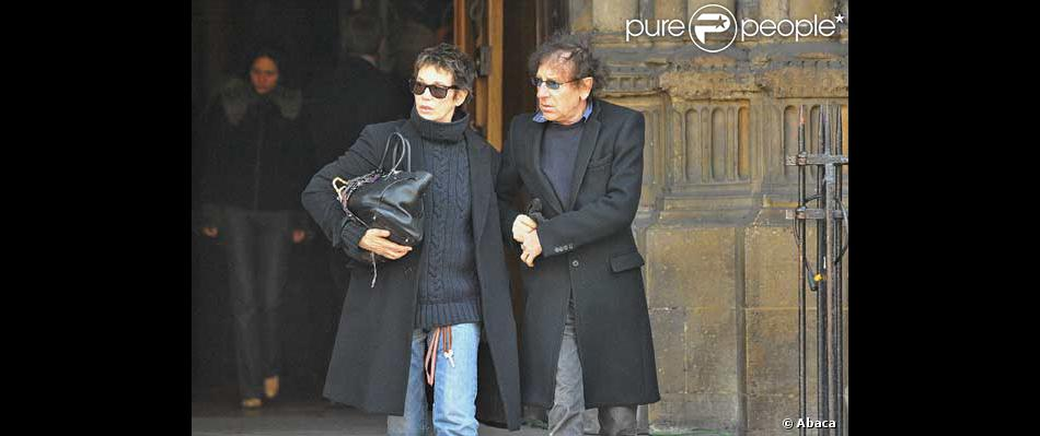 jane birkin et alain souchon la sortie de l 39 glise purepeople. Black Bedroom Furniture Sets. Home Design Ideas