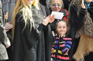 Alain Bashung : sa femme Chloé, ses enfants et ses amis à la sortie de l'église, à quelques minutes du dernier adieu...