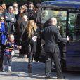 Chloé Mons, la veuve d'Alain Bashung et leur fille Poppée à la sortie de l'église