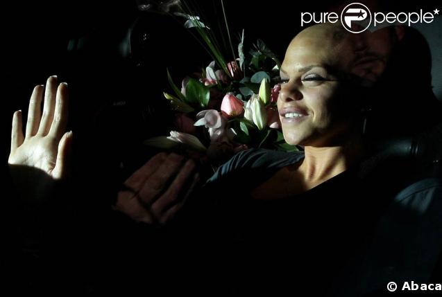 Jade Goody quand elle rentre chez elle le 11 Mars pour y mourir...