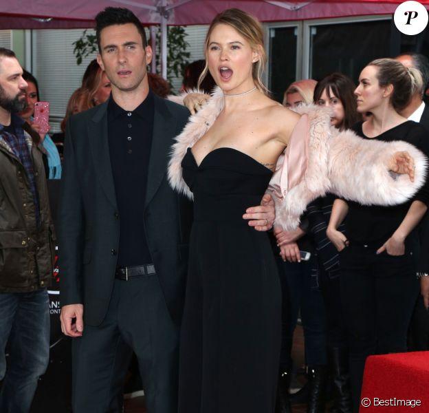 Adam Levine et sa femme Behati Prinsloo - Adam Levine reçoit son étoile sur le Walk of Fame à Hollywood, le 10 février 2017.