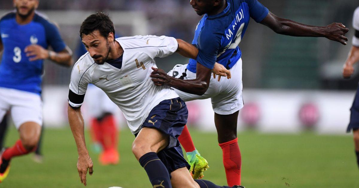 Davide Astori face à Blaise Matuidi le 1er septembre 2016....