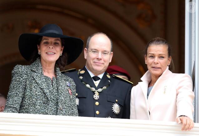 La princesse Caroline de Hanovre, le prince Albert II et la princesse Stephanie de Monaco - La famille de Monaco au balcon du palais princier lors de la fete nationale à Monaco. Le 19 novembre 2013.