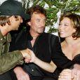 David Hallyday, Laura Smet et leur père Johnny à l'Amnesia, à Paris, le 1er octobre 2003
