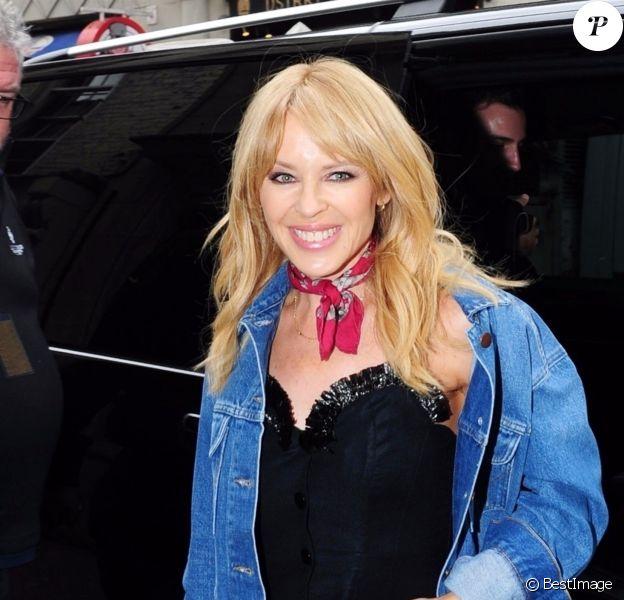 Exclusif - Kylie Minogue arrive au Cafe de Paris à Londres le 13 mars 2018.