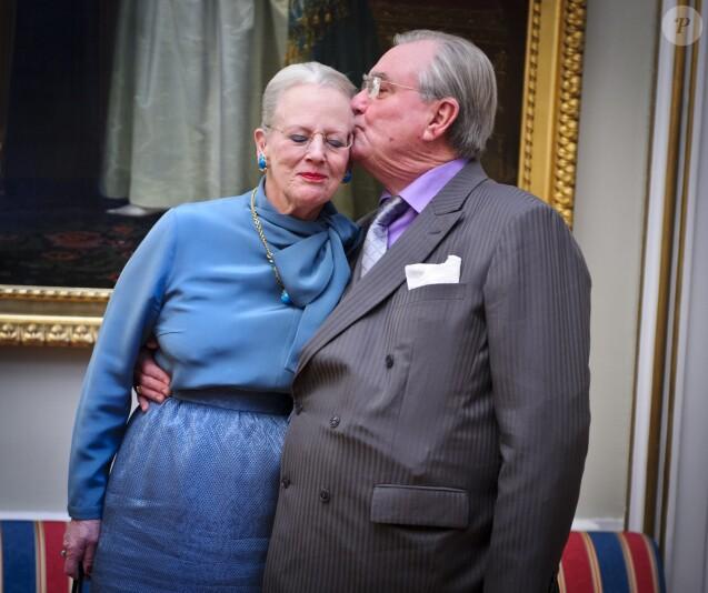 La reine Margrethe II de Danemark et le prince Henrik en janvier 2012, lors d'une séance photo dans le cadre du jubilé des 40 ans de règne de la monarque.