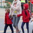Exclusif - Alessandra Ambrosio se promène avec ses enfants Anja et Noah à Brentwood, le 13 mars 2018
