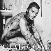Baptiste Giabiconi : Tout nu, il fête le début du printemps
