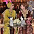 La princesse Lalla Salma du Maroc (à droite) avec la Sheikha Moza bint Nasser Al Missned le 7 mai 2016 lors de l'ouverture du Festival mondial de musique sacrée à Fez.