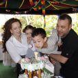 La princesse Lalla Salma et le roi Mohammed VI du Maroc lors du 7e anniversaire de leur fils le prince Moulay El Hassan, avec leur fille Lalla Khadija, en mai 2010à Rabat.