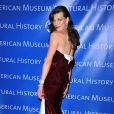 """Milla Jovovich avait des airs de """"Gilda"""", sur le tapis rouge de la grande soirée Museum Dance 2009, à Central Park West, à New York, le 26 mars 2009 !"""