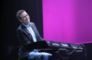 Pierre Bergé donne son feu vert à Alain Chamfort pour... la comédie musicale Yves Saint Laurent !