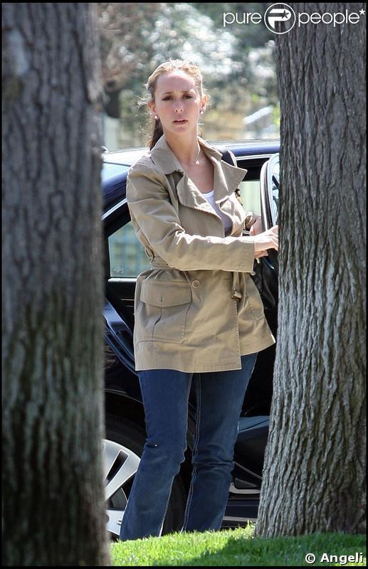 Jennifer Love Hewitt de retour à Toluca Lake le 26 mars 2009 après un séjour au Mexique avec Jamie Kennedy