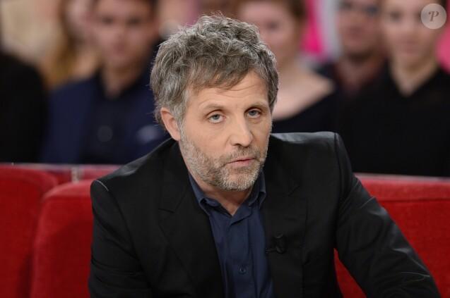 """Stéphane Guillon pendant l'enregistrement de l'émission """"Vivement Dimanche"""" à Paris le 28 janvier 2015."""